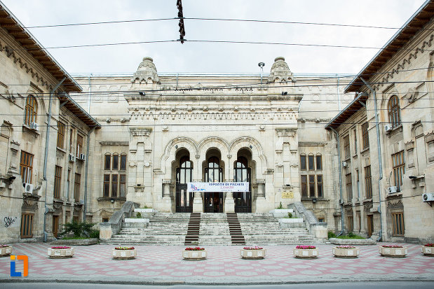 imagine-cu-palatul-de-justitie-azi-rectoratul-universitatii-dunarea-de-jos-din-galati-judetul-galati.jpg