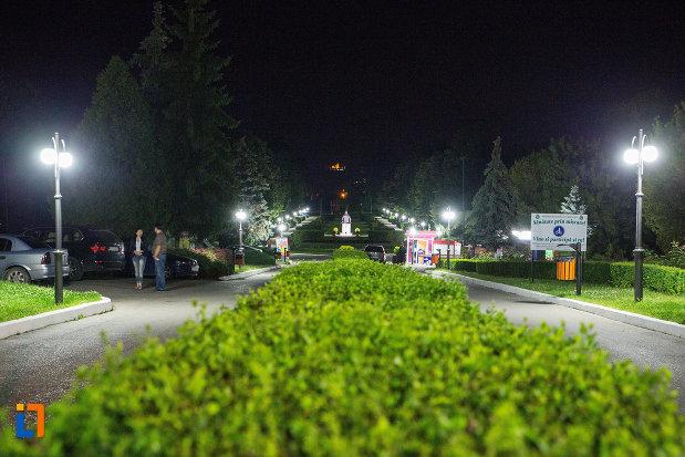 imagine-cu-parcul-chindia-din-targoviste-judetul-dambovita-noaptea.jpg