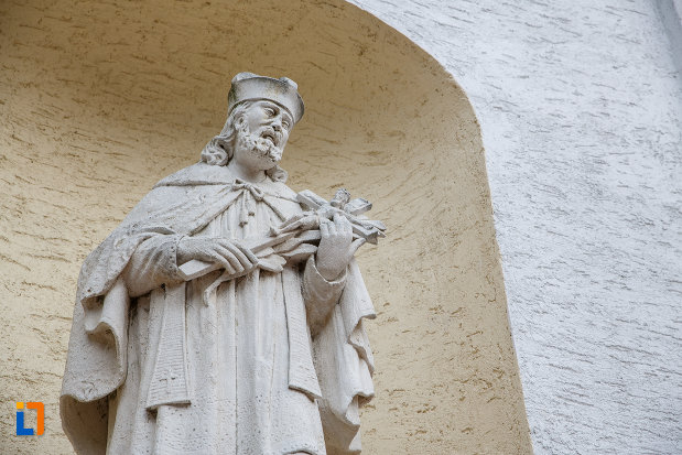 imagine-cu-sculptura-de-la-biserica-romano-catolica-sf-ioan-nepomuc-din-suceava-judetul-suceava.jpg