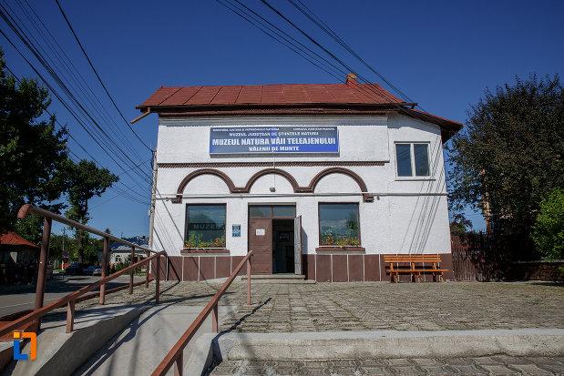 imagine-cu-sediul-fostei-universitati-populare-nicolae-iorga-azi-muzeul-natural-vaii-teleajenului-din-valenii-de-munte-judetul-prahova.jpg