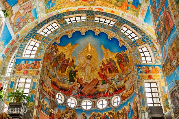 imagine-cu-sfinti-catedrala-ortodoxa-sfanta-vineri-din-zalau-judetul-salaj.jpg