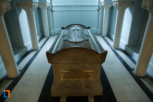 imagine-cu-sicriu-de-la-mausoleul-eroilor-din-1916-1919-de-la-marasesti-judetul-vrancea.jpg