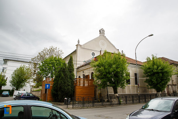 imagine-cu-sinagoga-din-deva-judetul-hunedoara.jpg