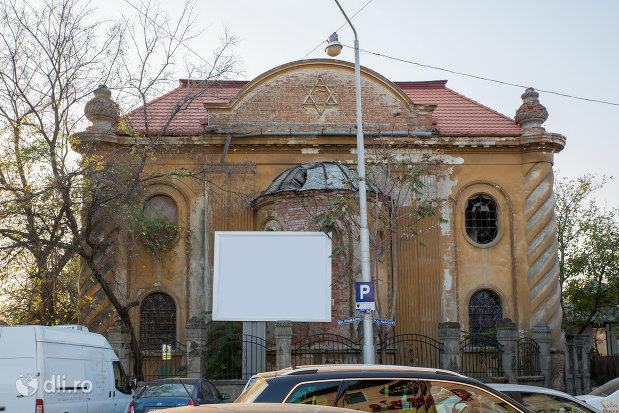 imagine-cu-sinagoga-piata-rahovei-din-oradea.jpg