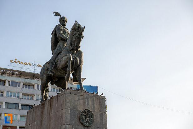 imagine-cu-statuia-ecvestra-a-lui-mihai-viteazul-din-cluj-napoca-judetul-cluj.jpg