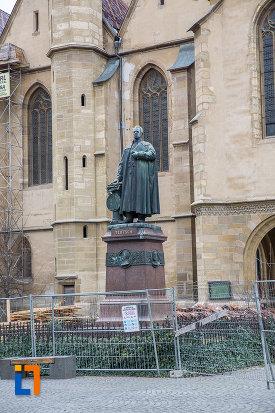 imagine-cu-statuia-episcopului-georg-daniel-teutsch-1899-din-sibiu-judetul-sibiu.jpg