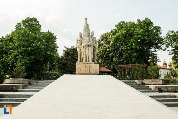 imagine-cu-statuia-fratilor-buzesti-din-craiova-judetul-dolj.jpg