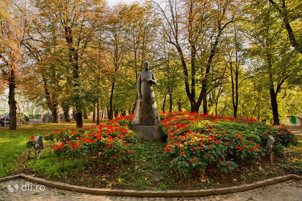 imagine-cu-statuia-lorantffy-zsuzsanna-din-oradea-judetul-bihor.jpg