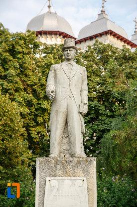imagine-cu-statuia-lui-alexandru-colfescu-din-alexandria-judetul-teleorman.jpg