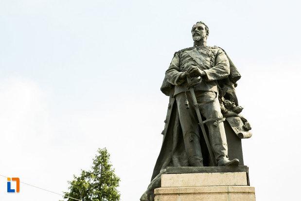 imagine-cu-statuia-lui-alexandru-ioan-cuza-din-craiova-judetul-dolj.jpg
