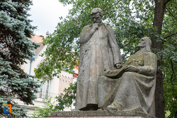 imagine-cu-statuia-lui-bolyai-farkas-si-bolyai-janos-din-targu-mures-judetul-mures.jpg