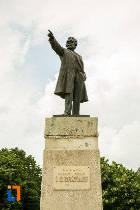 imagine-cu-statuia-lui-i-c-bratianu-din-galati-judetul-galati.jpg