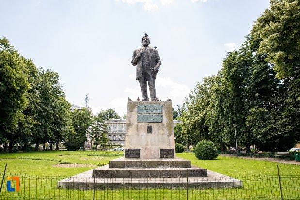 imagine-cu-statuia-lui-ic-bratianu-din-pitesti-judetul-arges.jpg