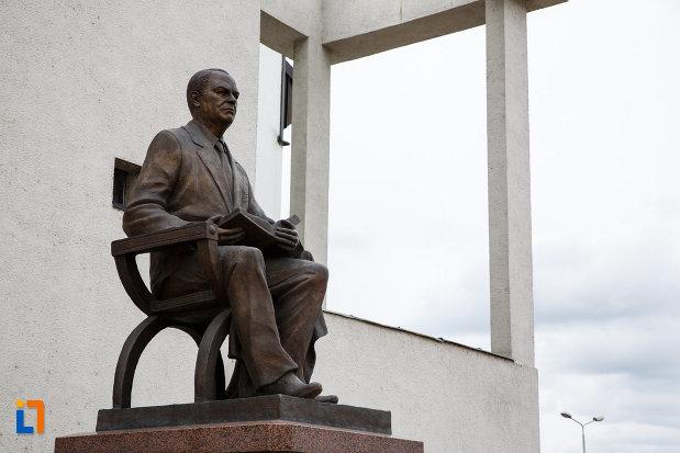 imagine-cu-statuia-lui-iosif-constantin-dragan-din-lugoj-judetul-timis.jpg