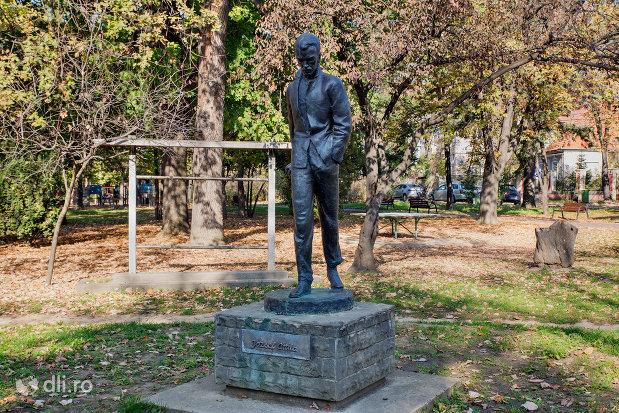 imagine-cu-statuia-lui-jozsef-atilla-din-oradea-judetul-bihor.jpg