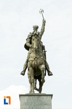 imagine-cu-statuia-lui-mihai-viteazu-din-craiova-judetul-dolj.jpg