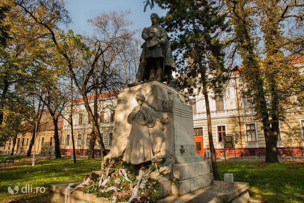 imagine-cu-statuia-lui-szacsvay-imre-din-oradea-judetul-bihor.jpg