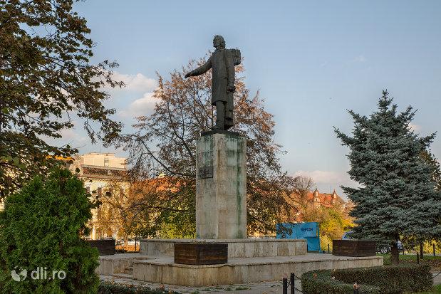 imagine-cu-statuia-mihai-eminescu-din-oradea-judetul-bihor.jpg