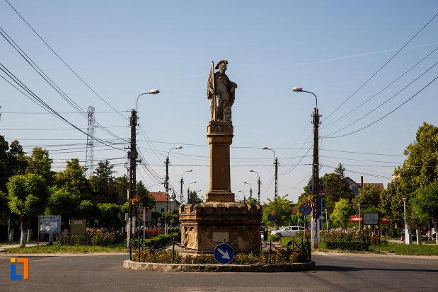 imagine-cu-statuia-sf-florian-din-jimbolia-judetul-timis.jpg