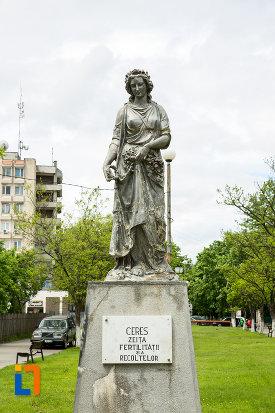 imagine-cu-statuia-zeitei-ceres-din-caracal-judetul-olt.jpg