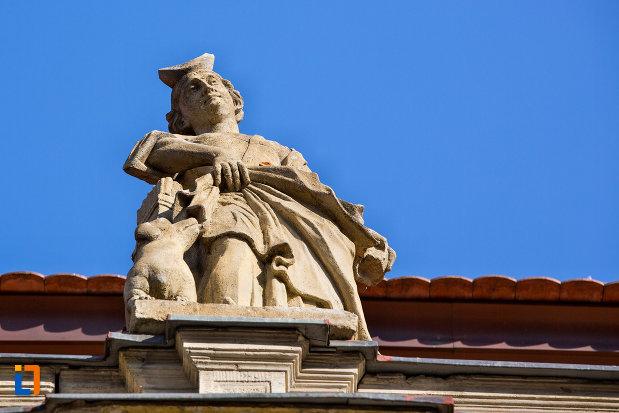 imagine-cu-statuie-de-pe-palatul-banffy-din-cluj-napoca-judetul-cluj.jpg