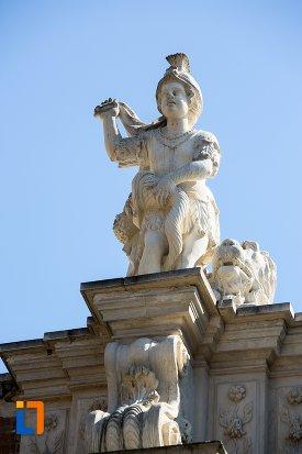 imagine-cu-statuie-de-pe-poarta-a-iii-a-a-cetatii-din-alba-iulia-judetul-alba.jpg