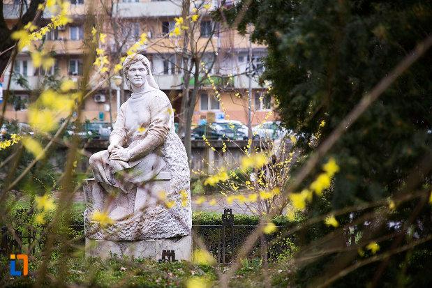 imagine-cu-statuie-din-parcul-mihai-eminescu-din-arad-judetul-arad.jpg