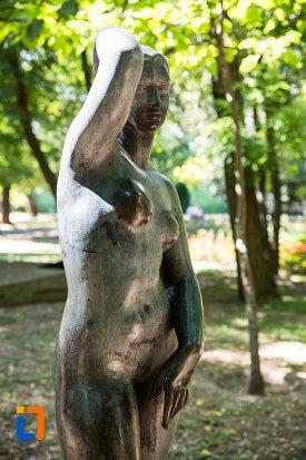 imagine-cu-statuie-nud-feminina-din-braila-judetul-braila.jpg