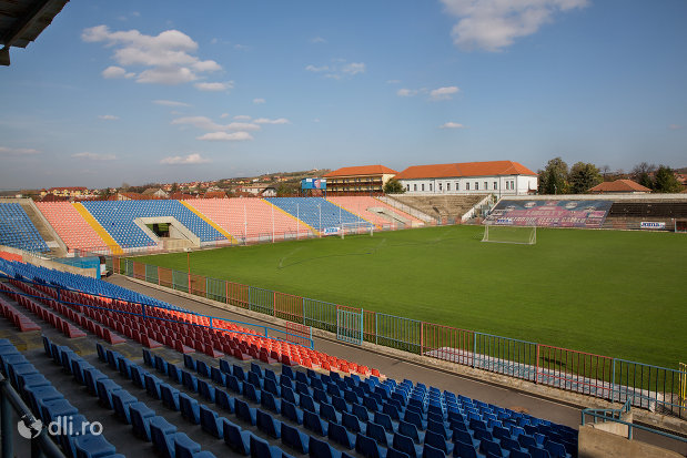 imagine-cu-tribune-stadionul-iuliu-bodola-din-oradea-judetul-bihor.jpg