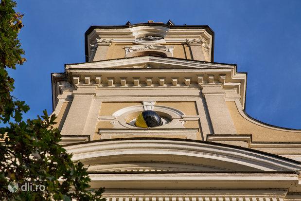 imagine-cu-turnul-de-la-catedrala-ortodoxa-adormirea-maicii-domnului-biserica-cu-luna-din-oradea-judetul-bihor.jpg