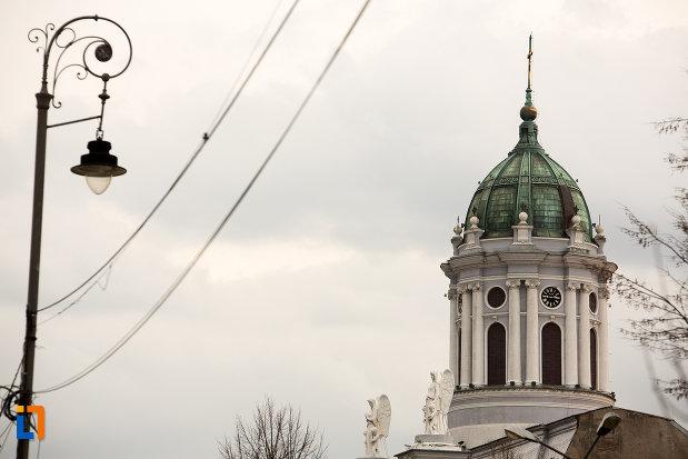 imagine-cu-turnul-de-la-catedrala-romano-catolica-din-arad-judetul-arad.jpg