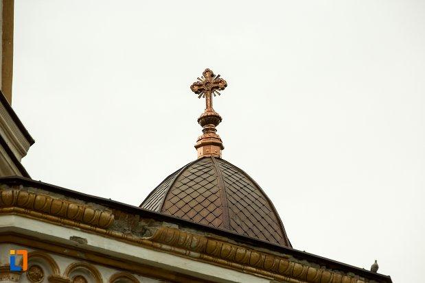 imagine-cu-turnul-de-la-catedrala-sf-treime-din-corabia-judetul-olt.jpg