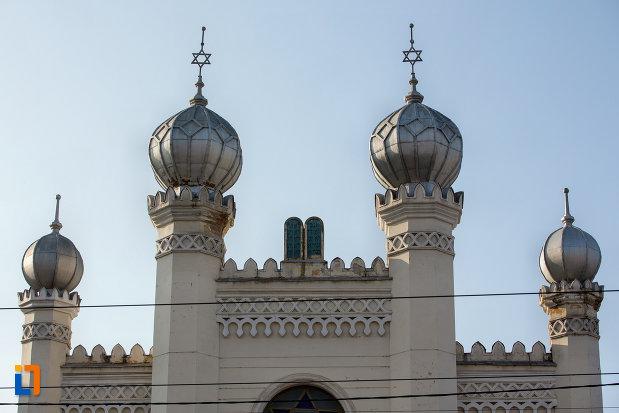 imagine-cu-turnuri-sinagoga-neologa-din-cluj-napoca-judetul-cluj.jpg