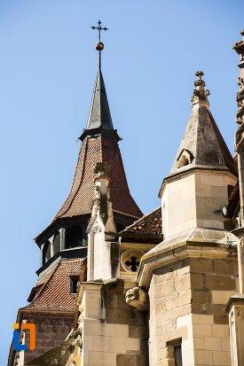 imagine-cu-turnurile-de-la-biserica-neagra-1383-1477-din-brasov-judetul-brasov.jpg