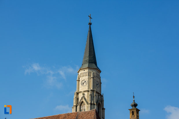 imagine-cu-turnurile-de-la-biserica-sfantul-mihail-din-cluj-napoca-judetul-cluj.jpg