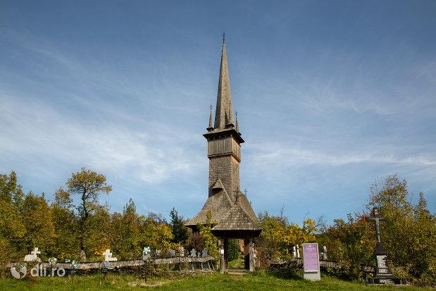 imagine-de-ansamblu-biserica-de-lemn-din-plopis-judetul-maramures.jpg