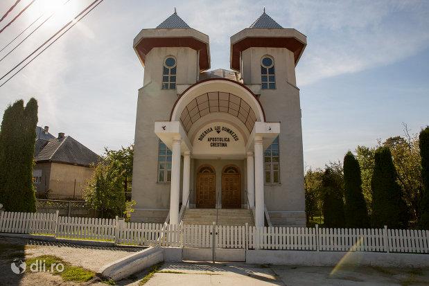 imagine-de-ansamblu-cu-biserica-apostolica-crestina-din-baia-sprie-judetul-maramures.jpg