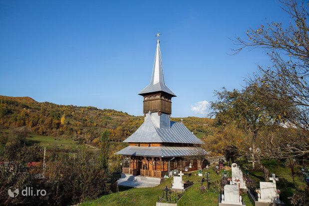 imagine-de-ansamblu-cu-biserica-noua-din-valea-stejarului-judetul-maramures.jpg