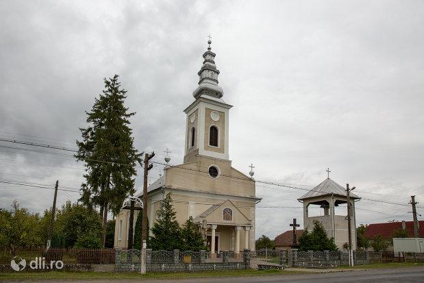 imagine-de-ansamblu-cu-biserica-ortodoxa-din-borlesti-judetul-satu-mare.jpg