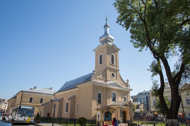 imagine-de-ansamblu-cu-biserica-ortodoxa-ucraineana-din-sighetu-marmatiei-judetul-maramures.jpg