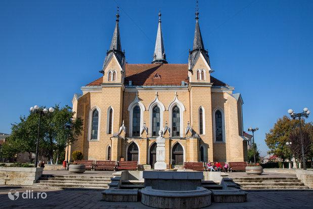 imagine-de-ansamblu-cu-biserica-reformata-din-sighetu-marmatiei-judetul-maramures-2.jpg