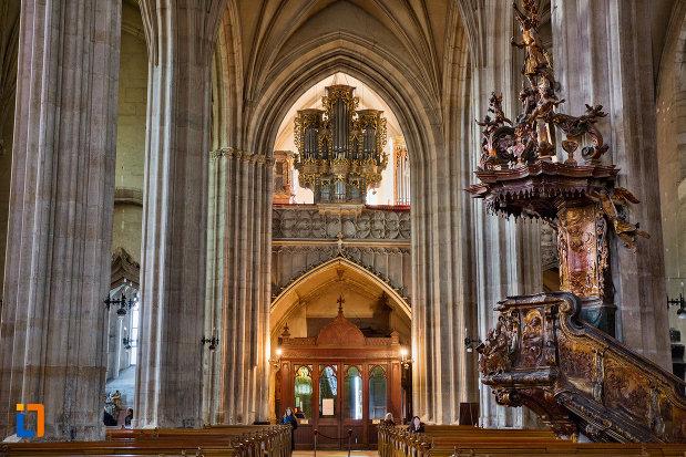 imagine-de-ansamblu-cu-interiorul-din-biserica-sfantul-mihail-din-cluj-napoca-judetul-cluj.jpg