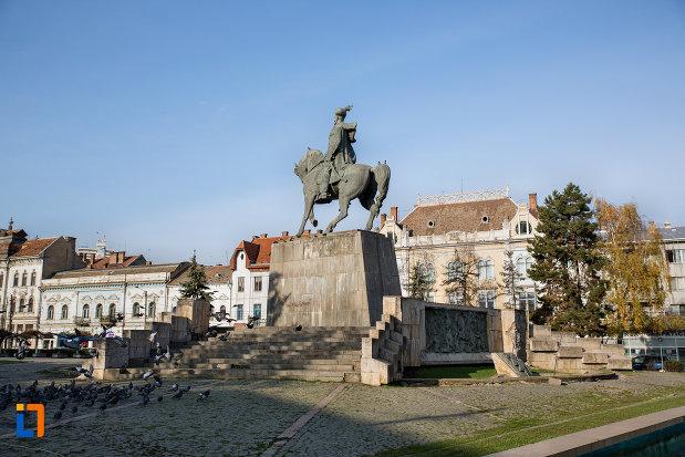 imagine-de-ansamblu-cu-statuia-ecvestra-a-lui-mihai-viteazul-din-cluj-napoca-judetul-cluj.jpg