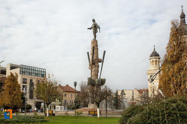 imagine-de-ansamblu-cu-statuia-lui-avram-iancu-din-cluj-napoca-judetul-cluj.jpg