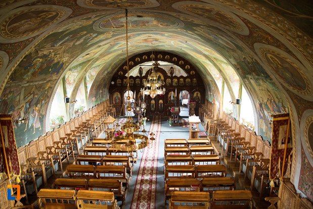 imagine-de-interior-biserica-maieri-sf-treime-din-alba-iulia-judetul-alba.jpg