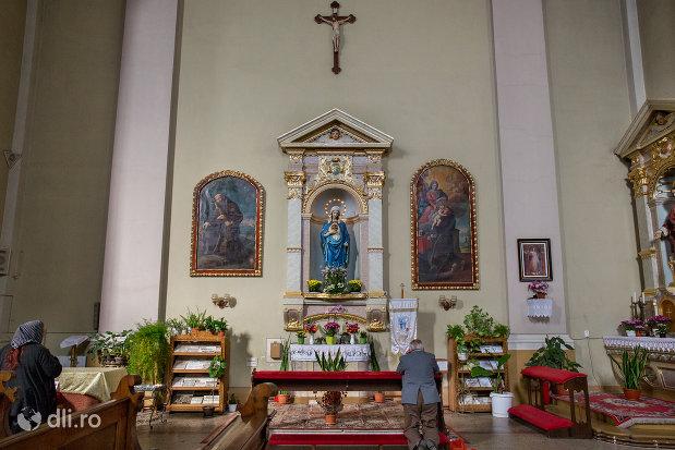 imagine-de-interior-biserica-romano-catolica-coborarea-sfantului-duh-din-oradea-judetul-bihor.jpg