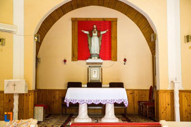 imagine-de-interior-biserica-romano-catolica-din-baile-herculane-judetul-caras-severin.jpg