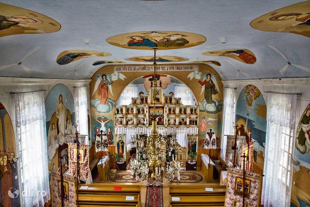 imagine-de-interior-biserica-sf-mihai-si-gavril-din-marius-judetul-satu-mare.jpg
