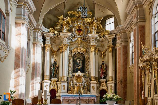 imagine-de-interior-din-biserica-franciscana-din-cluj-napoca-judetul-cluj.jpg