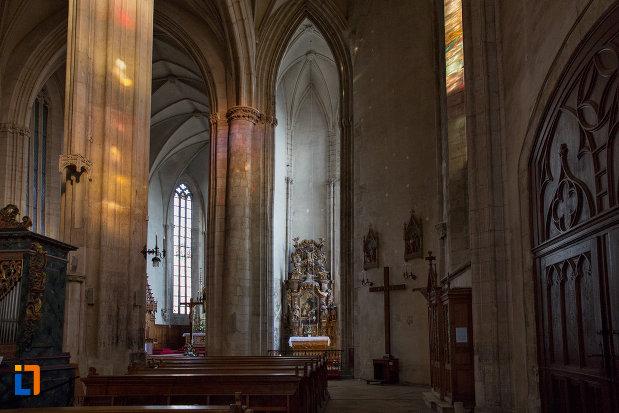 imagine-de-interior-din-biserica-sfantul-mihail-din-cluj-napoca-judetul-cluj.jpg